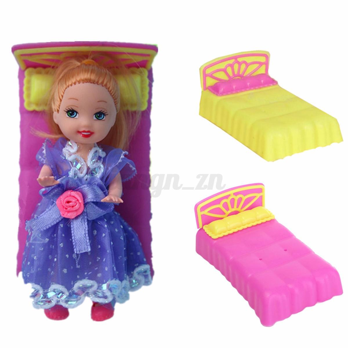 Maison poup e meuble chaise chambre lit mobilier barbie for Accessoires maison barbie